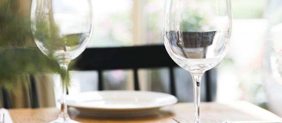 האם עיצוב של מסעדה משפיעה על כמות האוכל שתקנו?